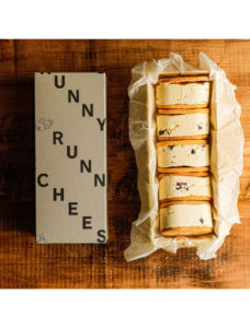 レーズンバターチーズサンド【RUNNY CHEESE】